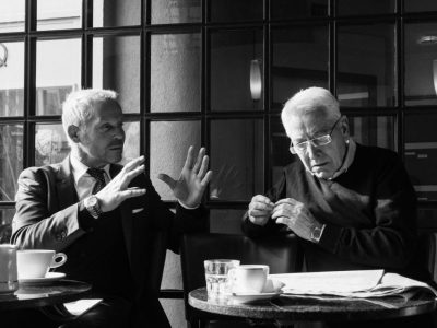 two-businessmen-having-conversation_t20_g1dnyb